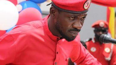 Photo of Ugandan presidential hopeful arrested, put under house arrest